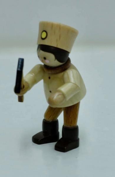 Der Bergmann mit Hammer, stehend, mini in natur von Romy Thiel Deutschneudorf/ Erzgebirge, braucht viel Konzentration. Mit dem Hammer muss er schon sehr …