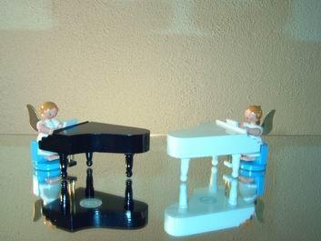 Weihnachtsengel am weißen Piano, 6 cm, WEHA-Kunst Dippoldiswalde/ Erzgebirge
