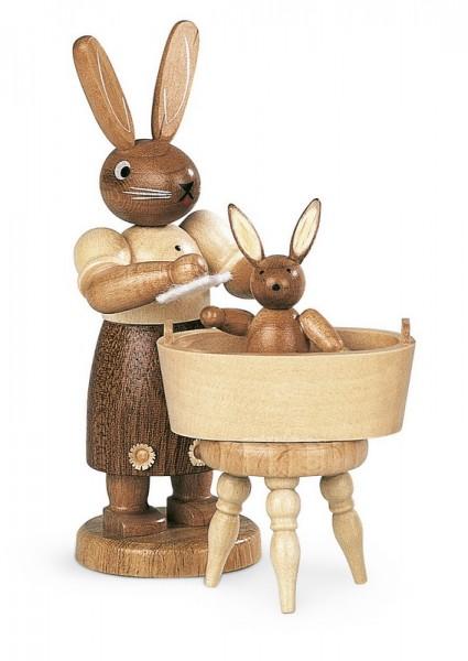 Hasenmutter mit badendem Kind natur von Müller Kleinkunst