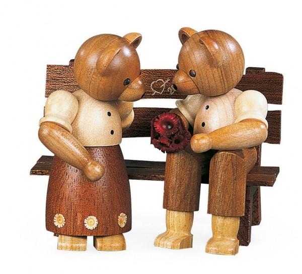Dekofigur Bärenpaar auf Bank aus Holz, naturfarben von Müller Kleinkunst aus Seiffen