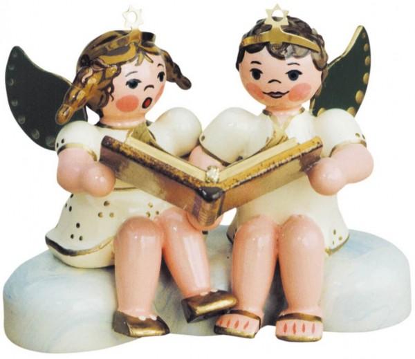 Weihnachtsengelpaar - Weihnachtsgeschichten von Hubrig Volkskunst GmbH Zschorlau/ Erzgebirge ist 7 cm groß.