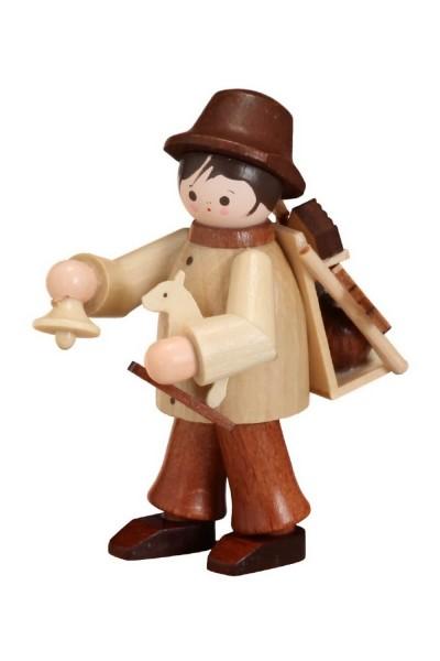 Unser Spielzeughändler in natur von Romy Thiel Deutschneudorf/ Erzgebirge, hat alle Hände voll zu tun. Ja man könnte fast meinen, er macht dem Weihnachtsmann …