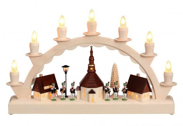 Schwibbogen mit dem Motiv Seiffener Dorf und Bergmannskapelle mit Laterne und beleuchteter Kirchturmuhr von Nestler-Seiffen_Bild1