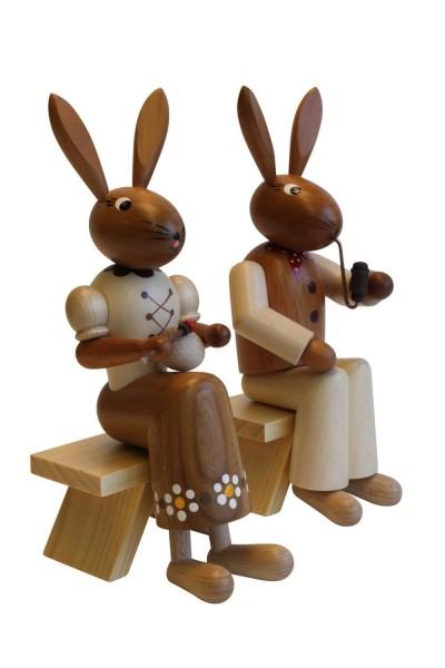 Osterhasenpaar von Nestler-Seiffen auf Stühlen, 22 cm aus Holz_Bild2