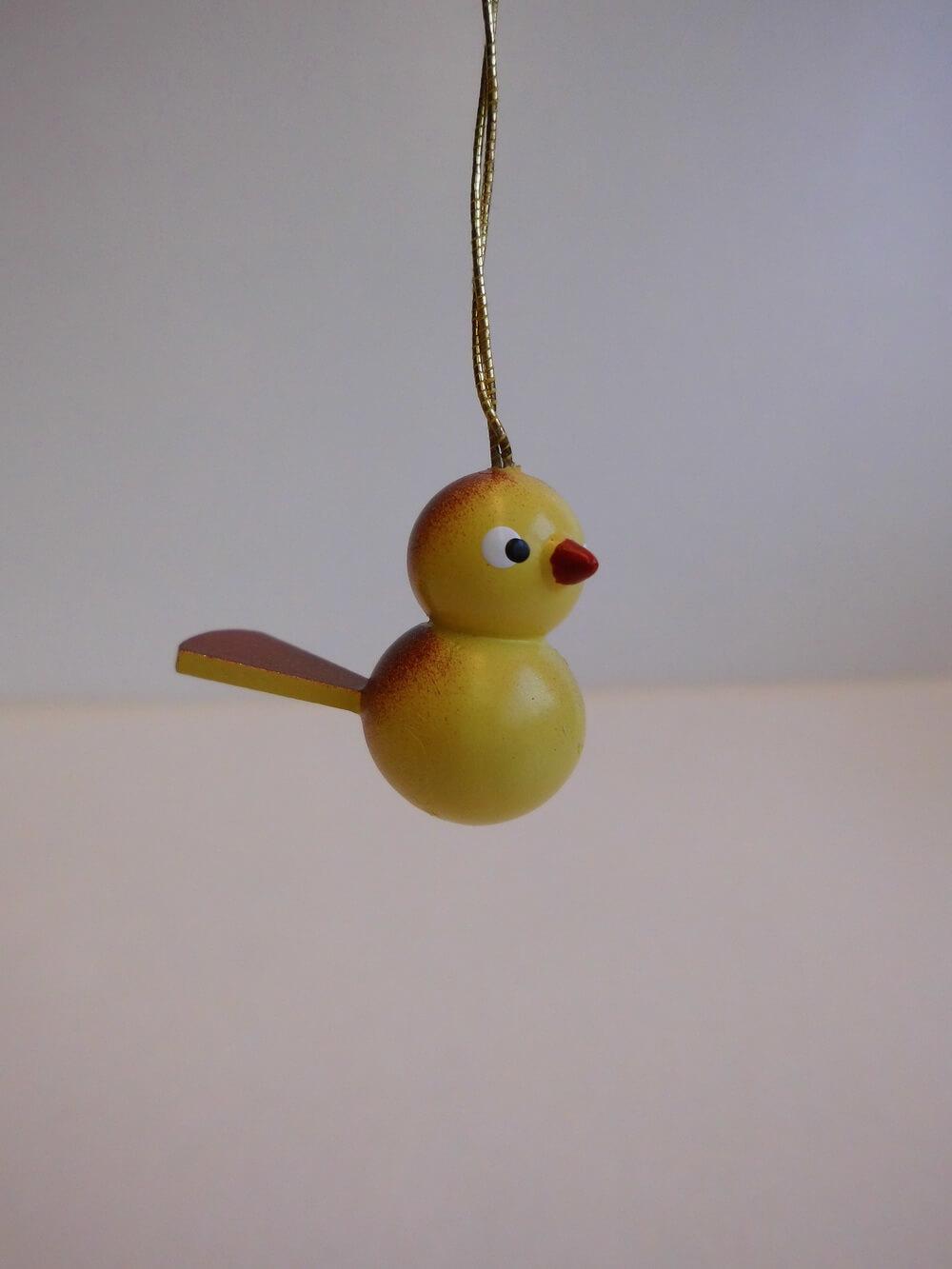 Vögel zum Hängen, 5 Stück, gelb/braun aus Buchenholz gefertigt, bemalt, 3 cm, Nestler-Seiffen.com OHG Seiffen/ Erzgebirge