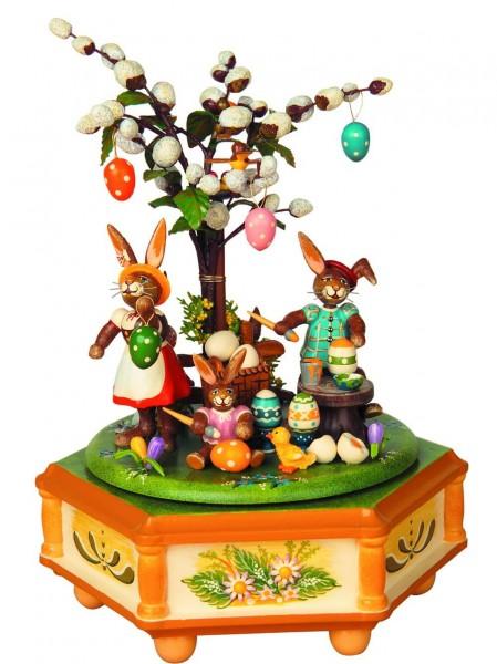 Spieluhren & Spieldosen Fleißige Osterhasen von Hubrig Volkskunst ist 23 cm hoch. Bei dieser Spieluhr kann man eine von 3 verschiedenen Melodien: …