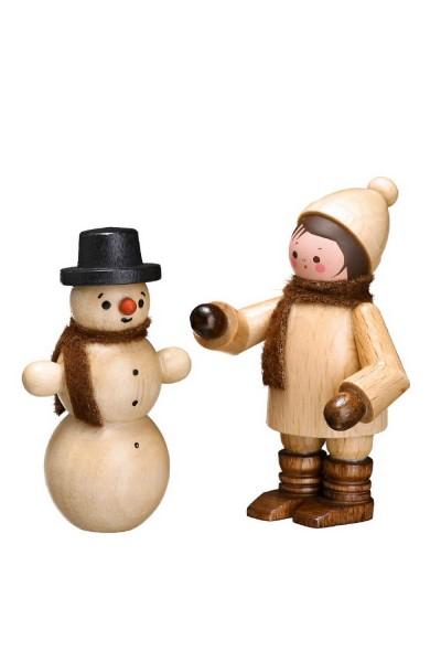 Der Schneemannbauer in natur von Romy Thiel Deutschneudorf/ Erzgebirge, sorgt für den Funken Spaß zur Winterzeit. Ein toller Schneemann ist entstanden. Das …