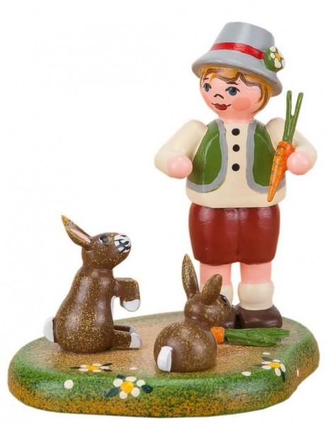 Junge mit zwei Hasen aus Holz von der Hubrig Serie Landidyll