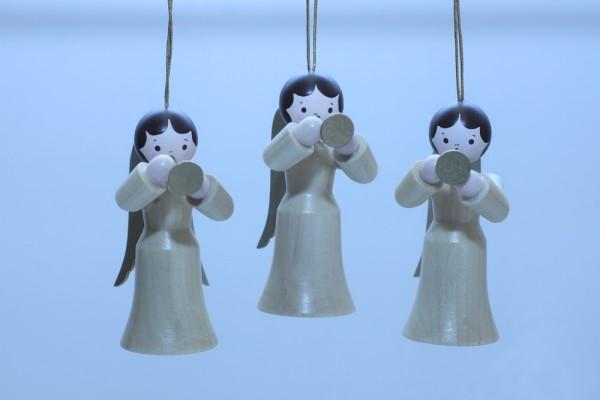 3 Weihnachtsengel, hängend in natur mit Trompete