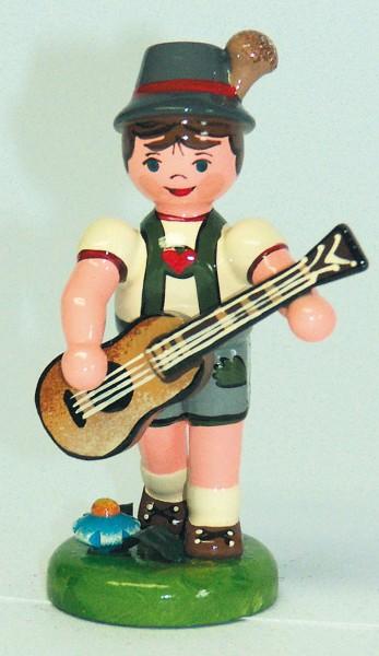Junge mit Gitarre aus Holz aus der Serie Hubrig Musikkinder