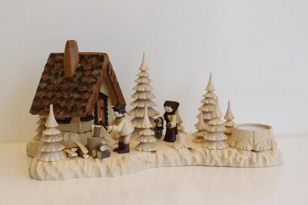 Das Räucherhaus Wildhüterhütte mit Teelicht und den Romy Thiel Figuren Holzhacker und Frau, von Holzdrechslerei A. Lahl Deutschneudorf/ Erzgebirge, ist ein …