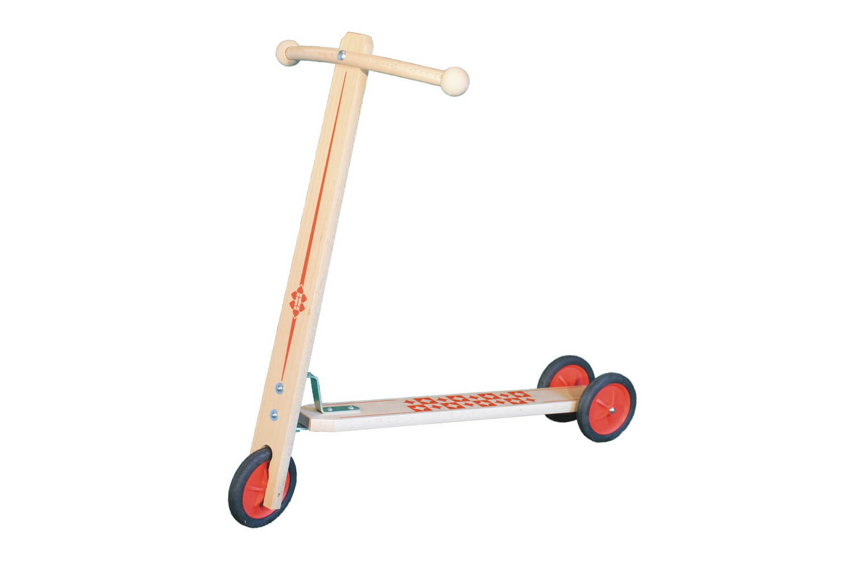 """Der Holzroller """"Peter"""" hat eine Lenkerhöhe von 53 cm und ist der ideale Holzroller für Kinder im ab 3 Jahren. Die einfache Handhabung eröffnet ihnen das …"""