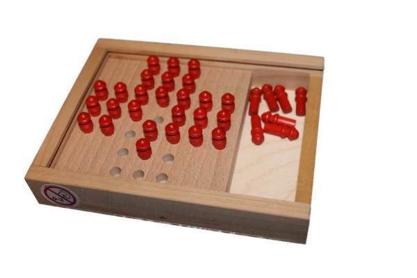 Steckhalma ist ein Spiel für einen oder mehrere Spieler. Das Spielfeld wird mit 33 Spielfiguren voll besetzt. An einer beliebigen Stelle wird eine Spielfigur …
