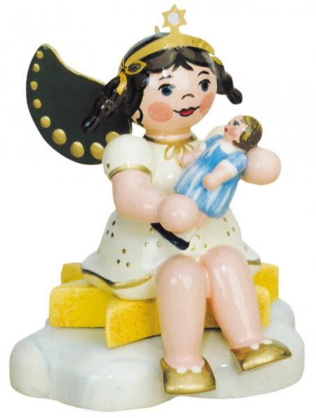 Weihnactsengel mit Puppe - sitzend von Hubrig Volkskunst GmbH Zschorlau/ Erzgebirge ist 7 cm groß.