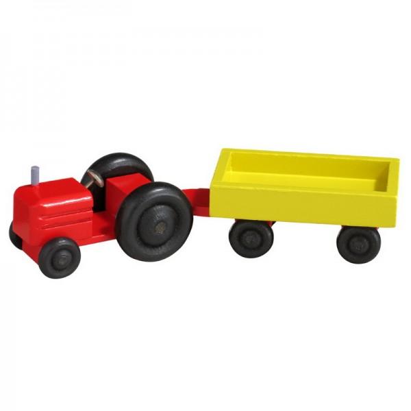 Ein Traktor kommt um die Ecke gerattert. Man erkennt ihn gleich, wie er klappert und knattert und rüttelt und ruckelt und zittert und knackt und schüttelt und …